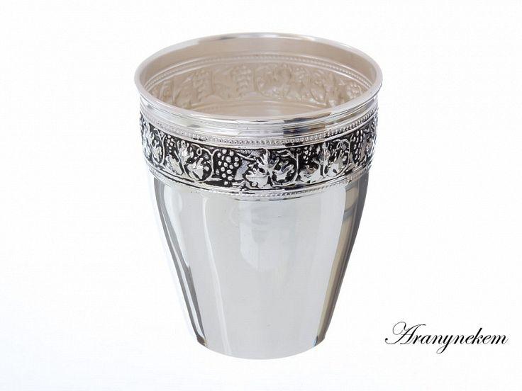 Ezüst szőlő motívumos antikolt keresztelő pohár