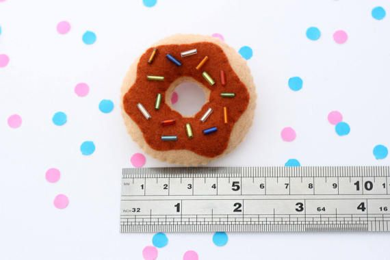 This listing is for 1 donut brooch with brown chocolate sauce and rainbow sprinkles. A perfect companion to brighten up your jacket or bag. :)  SIZE: Measures 5 cm (2 inches)  MATERIAL: Each hannahdoodle brooch is hand-stitched. They are made using amazing quality 100% wool felt and stuffed with soft fibre filling.  SHIPPING: All items ship from the UK. International orders may take a little longer to arrive. (international orders can take around 2-5 weeks) I aim to ship brooches before or…
