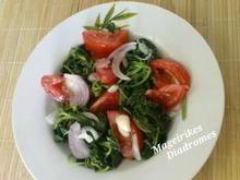 Βλήτα σαλάτα με ντομάτα, σκόρδο και κρεμμύδι