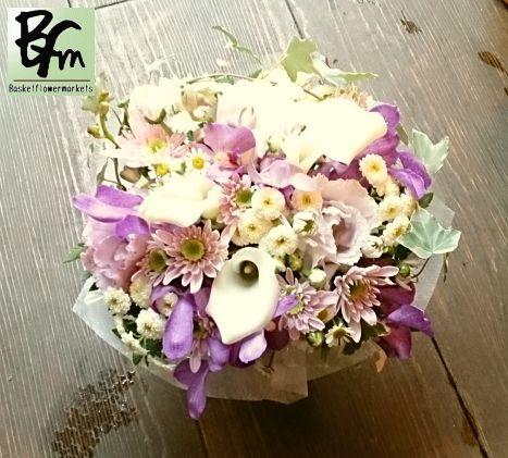 花ギフトのプレゼント【BFM】  ペットちゃんに贈る  お供えのフラワーアレンジメント http://www.basketflowermarkets.com