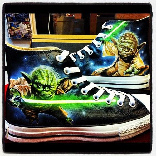 yoda converse | Spectacular Hand Painted Yoda Shoes [pic]