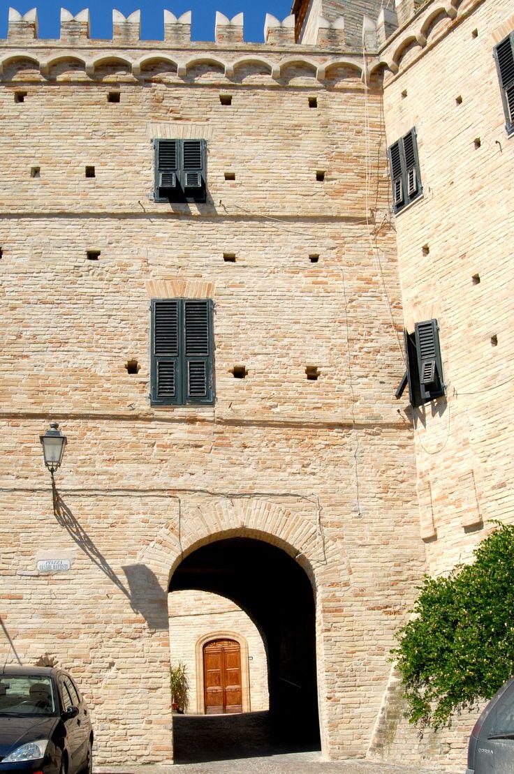 Porta di entrata del castello #marcafermana #monsampietromorico #fermo #marche