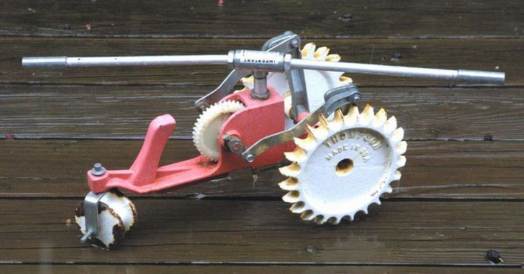 Vintage Thompson Cast Iron Tractor Walking Lawn Sprinkler