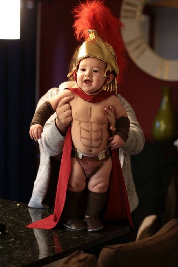 This baby really, er, embodies a Spartan in his 300 Halloween costume