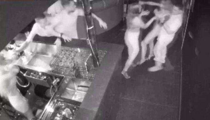 VIDEO: Pidió un trago, le sirvieron otro, enloqueció y golpeó a todo el mundo: La australiana Hanna Dayney agarró del pelo a la camarera,…