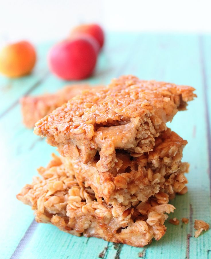 Apple Flapjack - Oats, apple, golden syrup and just the smallest hint of cinnamon. What's not to love about these meltingly soft, sweet apple flapjacks?