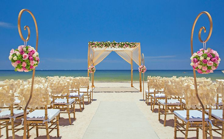 Beach destination wedding in Cancun, Mexico by Royalton Riviera Cancun Resort & …