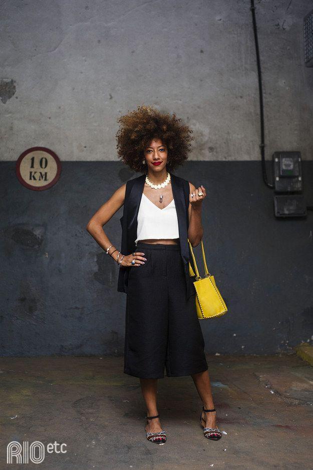 Quem disse que você não pode usar pantalona curta sem estar de salto? | 35 ideias para criar looks estilosos sem usar salto