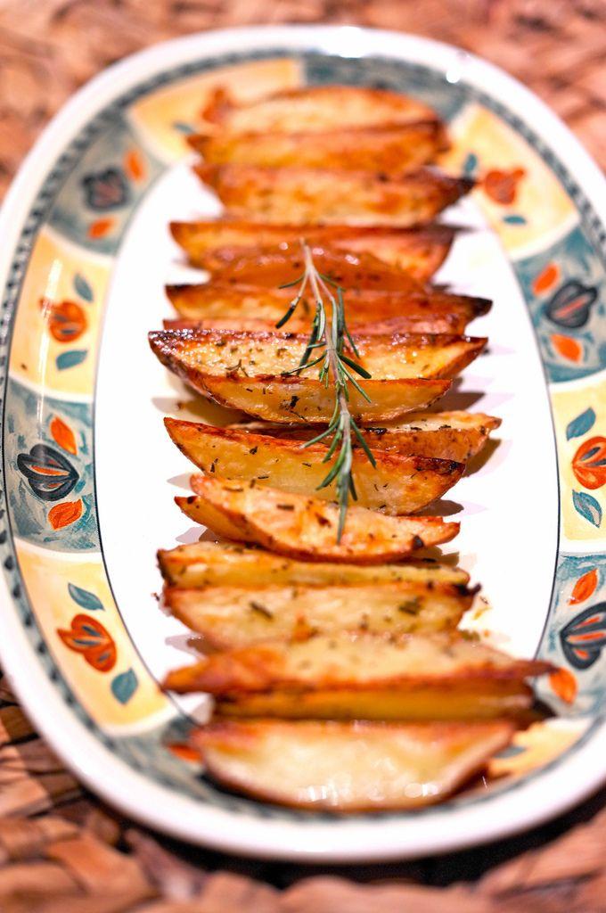 Baked potatoes: Recipe (in Russian) and photo by Veronika Belotserkovskaya #recipe #potato #belonika