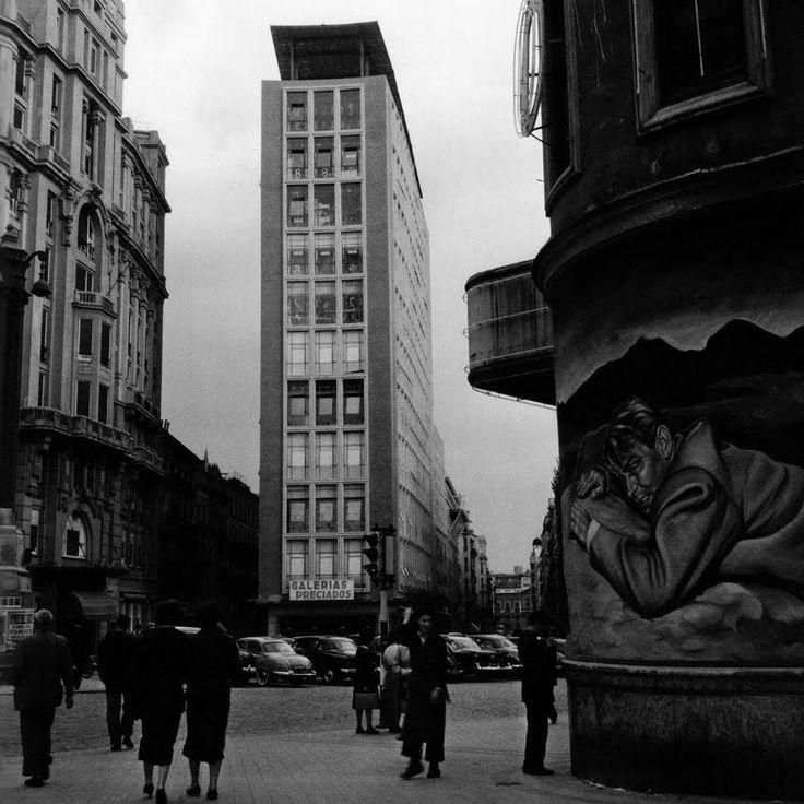 Galerías Preciados: tras dos años de obra, bajo la dirección del arquitecto Luis Gutiérrez Soto, Galerías Preciados abrió sus puertas el 5 de abril de 1943.