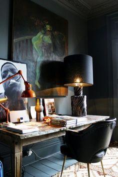 dark + sexy desk space