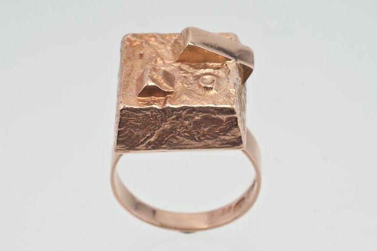 Boris Sarvala for Eino Westerback, vintage mid-century modernist 14K gold ring, 1955. #Finland | Bukowskis