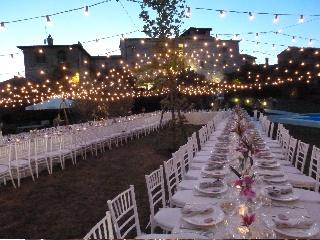 Castello di Montignano relais & spa - Wedding table under a stringlights sky
