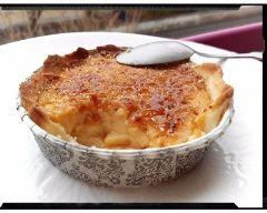 Tarte aux pommes à la crème brûlée vanille : http://www.cuisineaz.com/recettes/tarte-aux-pommes-a-la-creme-brulee-vanille-88988.aspx