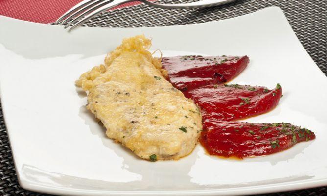 Ingredientes 1/3 taza de harina para todo uso Sal 1/4 cucharadita 1/4 cucharadita de pimienta recién molida negro 4 pechugas de pollo sin piel. Caldo de p