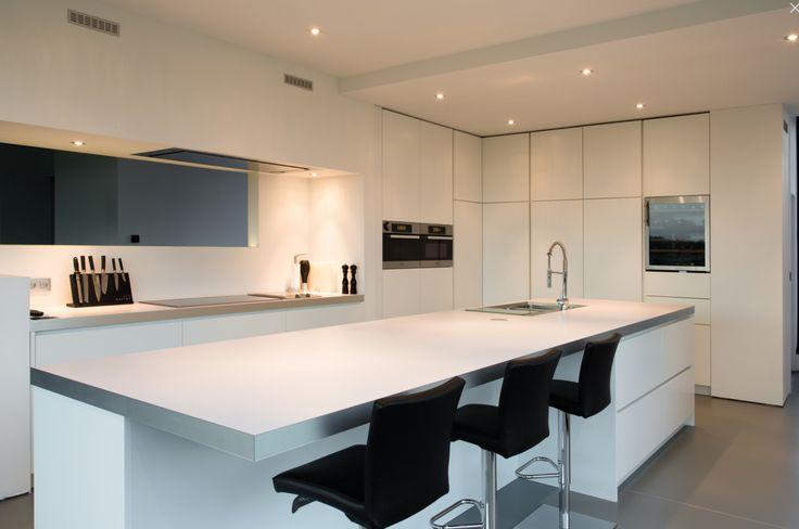 25 beste idee n over moderne witte keukens op pinterest modern kookeiland modern - Kleur verf moderne keuken ...