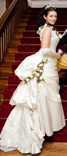 159 best steampunk wedding ideas images on pinterest for Where can i get my wedding dress steamed
