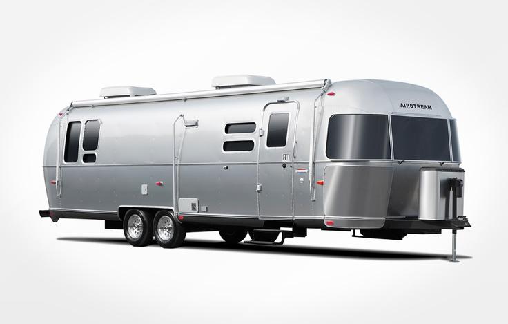 Современный дом на колесах от культовой компании Airstream.