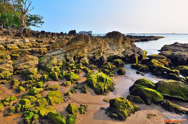 Pulo Manuk Beach, Indonesia (by Tjejep Rustandi).  Pulo Manuk Beach a place close by of Taraje Rocks beach, Sawarna, Banten, West Java, Indonesia.