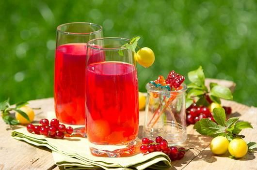 Компот из красной смородины рецепт на зиму Компот из красной смородины. Красная смородина содержит множество витаминов и других весьма полезных веществ. ... Компот из красной смородины: просто и полез...
