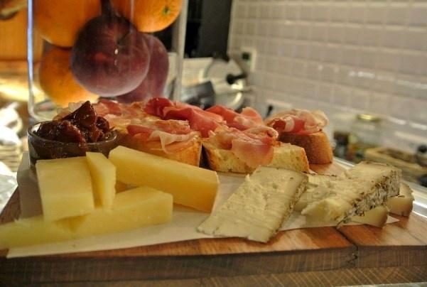 le selezioni di salumi e formaggi italiani al tagliere
