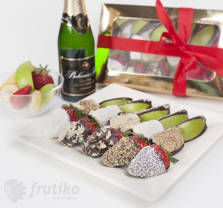 Fruit box - Fruit delight from fresh strawberries, bananas and apples