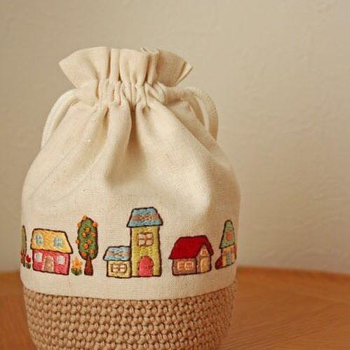 家の刺繍巾着 . #刺繍#手刺繍#ステッチ#手芸#embroidery#stitching#자수#broderie#bordado#вишивка#stickerei#巾着#ハンドメイド# handmade #家