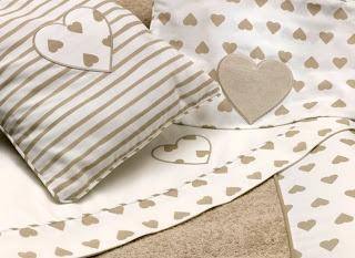 """Ros Textil ultima su nuevo catálogo para bebé. Todo tejido con cariño y con telas de alta calidad.  Ros Textil ultima su nueva colección para bebe. Una línea de tejidos alegres, de calidad y económicos.  Hemos creado nuevos modelos y evolucionados los ya exitosos """"Jirafa"""", """"Cuore"""" y """"Mariposas"""". Ver más en: http://www.ros1.com/es/noticia/2013-03-13-ros-textil-ultima-su-nuevo-catalogo-para-bebe"""