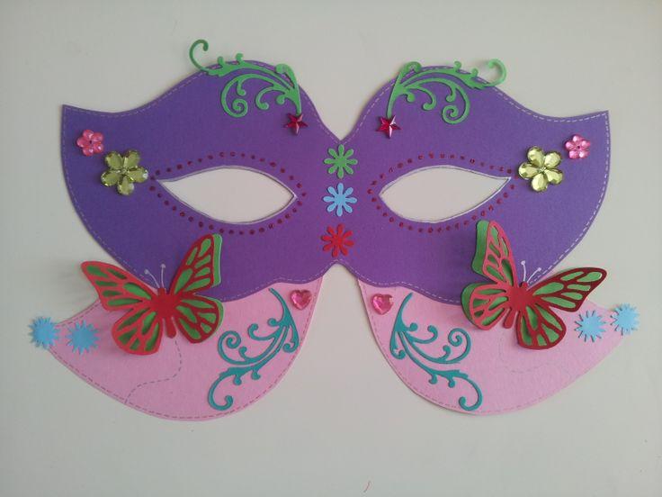 Maskerwedstrijd voor carnaval op de basisschool.