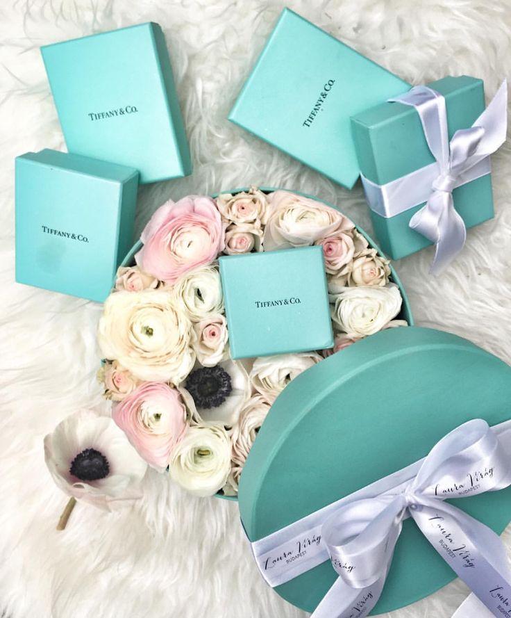 """1,178 kedvelés, 3 hozzászólás – Muszula Timi (@viraglauravirag) Instagram-hozzászólása: """"#lauravirag #lauravirág #flower #flowers #flowerbox #tiffanys #tiffanyblue #tiffanyandco #anemone…"""""""
