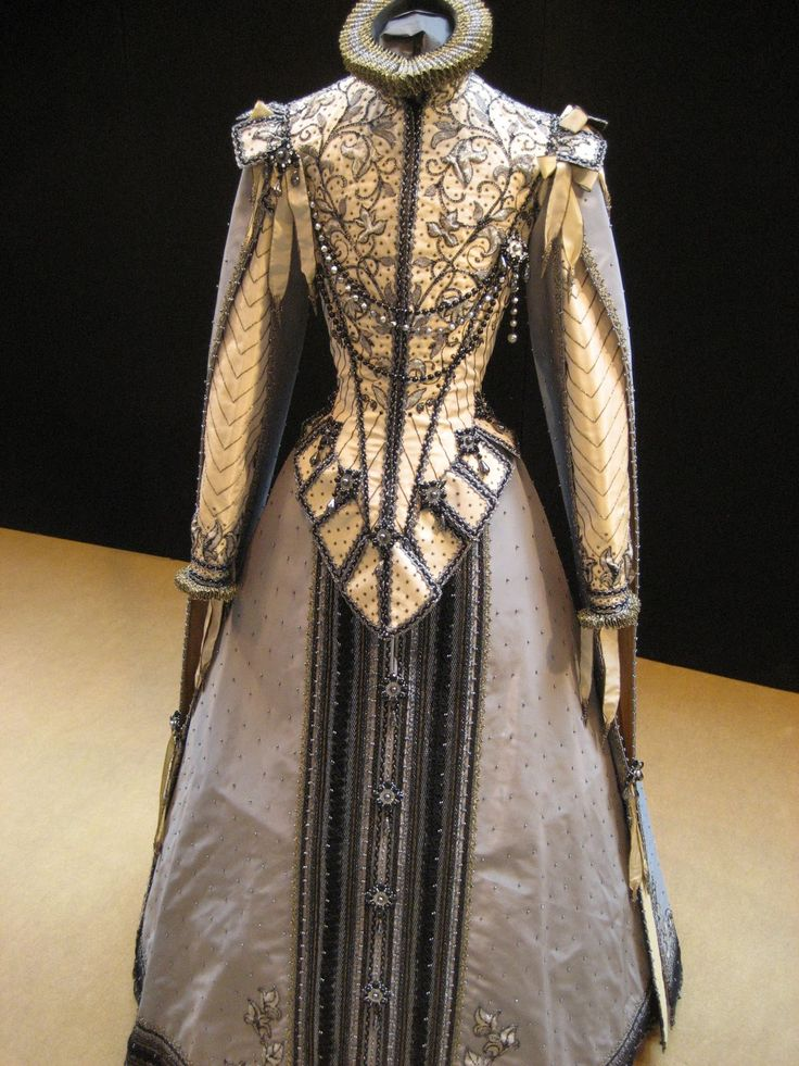 "Ollivier Henry costume early 17th Century Spanish style. Early because it's ""pre basque"" front style."