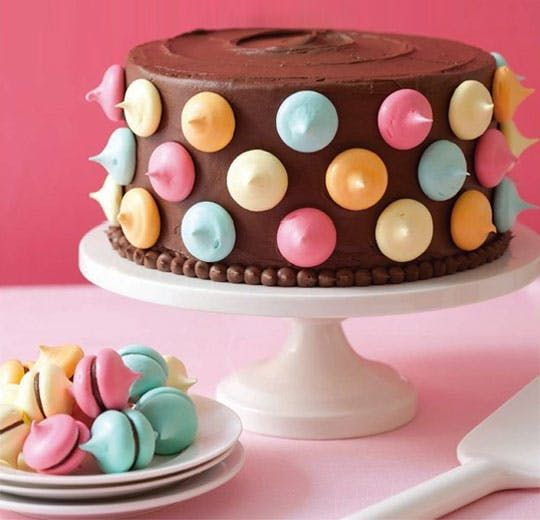 How much do I love this decorated cake idea from Ladies' Home Journal