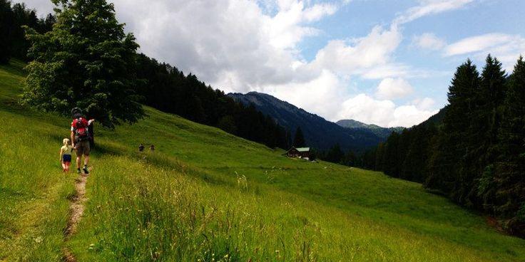 Familienwanderung im Allgäu: Auf zur Alpe Hochried - matschbar