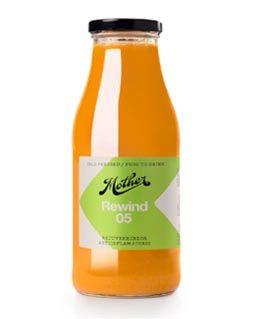 Rewind   INGREDIENTES Naranja Zanahoria Chirivía Cúrcuma   PROPIEDADES Rico en vitamina C, beta carotenos y potasio. Tiene efecto rejuvenecedor, hidratante y antiinflamatorio. Ayuda a la función del riñón y a regular los niveles de colesterol en sangre.