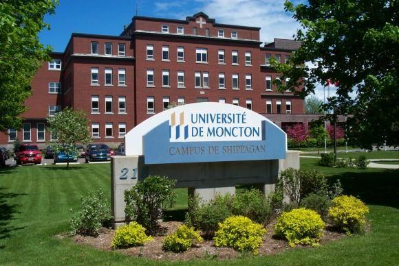 L'Université de Moncton, une université française-canadienne surtout pour la communauté acadienne.