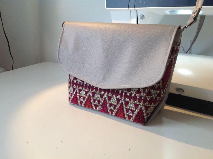 "Sac à bandoulière ""lulu"" taupe et tissu africain"