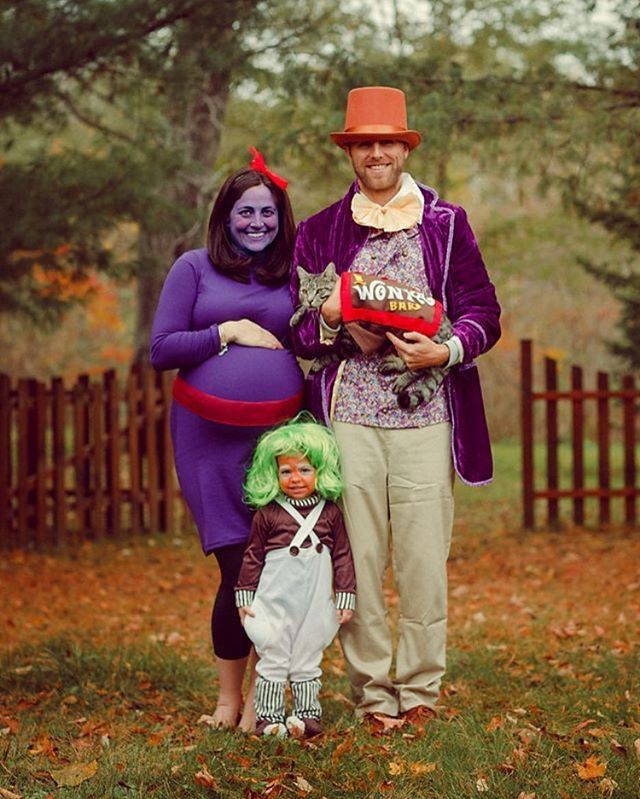 Fall must be around the corner because this image has been pinned and favorited over 1,700 times! Still not sure what we are doing this year. Any suggestions for a family of 4 plus a cat?? ‍‍‍ #halloween #costume #familycostume #willywonka #oompaloompa #pregnantcostume