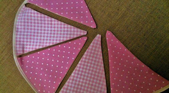 Mira este artículo en mi tienda de Etsy: https://www.etsy.com/es/listing/226914636/banderines-de-tela-rosa-en-vichy-rayas-y