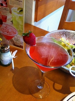 skinny strawberry lemon drop olive garden recipe - Skinny Strawberry Lemon Drop  Voli Light Vodka, refreshing lemon juice and a touch of sweet strawberry, topped with a splash of sparkling Moscato wine.  $7.75