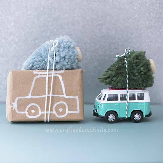 Julgranar av garnbollar – Pompom Christmas trees