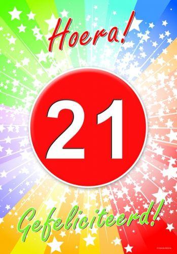 21 jaar deurposter A2 formaat 59 x 42 cm. Deurposter 21 jaar met de tekst: Hoera gefeliciteerd. Deze poster kunt u op het raam of op de deur hangen.