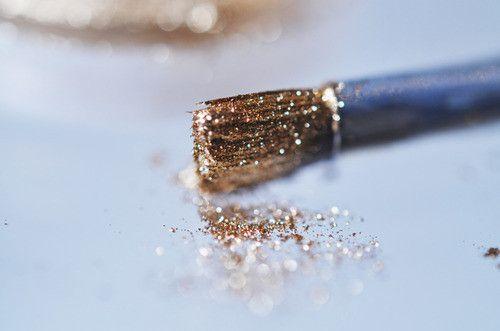 :): Glitter Brushes, Gold Glitter, Inspiration, Glitz, Glitter Paintings, Makeup, Pretty Things, Goldglitter, Sparkle