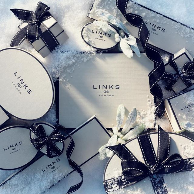 Lux shooting for Links of London. All shot by Lux right here in our East London studio. Shoot with Lux! +44 207 790 5533 info@luxstudio.london luxstudio.london #londonphotographer#productphotography #studiolighting#winter#snow#christmas#xmas#linksoflondon#xmasgift#mistletoe#Jewellery#jewelry#rings#necklace#ring#frost#festive#bronze#rosegold#gold#silver