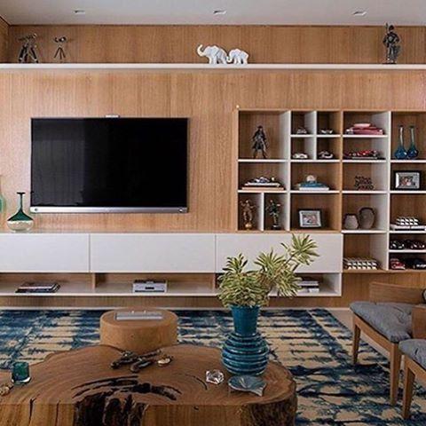 Linda Sala De Estar Com Destaque Para A Estante E Rack De Tv. Projeto  Eliane Mesquita. #livingroom #home #homedecor #homedesign #decoration  #homedeu2026