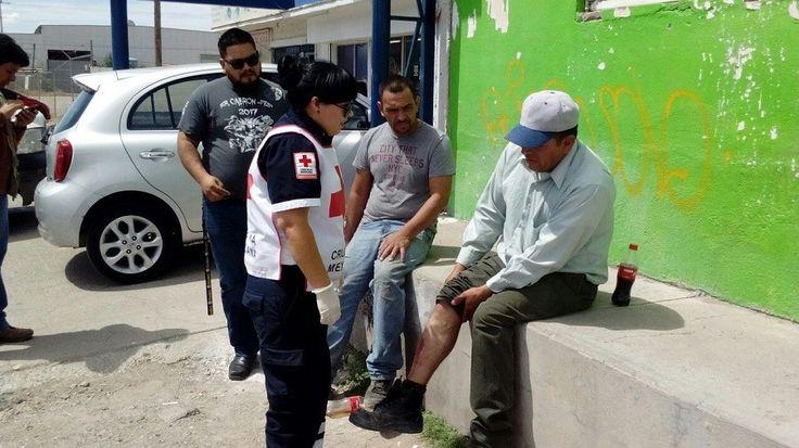<p>Chihuahua, Chih.- Se registró un accidente vial en el cruce de la calle Monte Albán y avenida H. Colegio Militar, que dejó como saldo