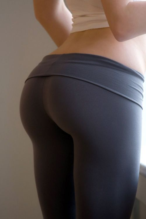 Peaing sexy women in tight yoga pants naked super