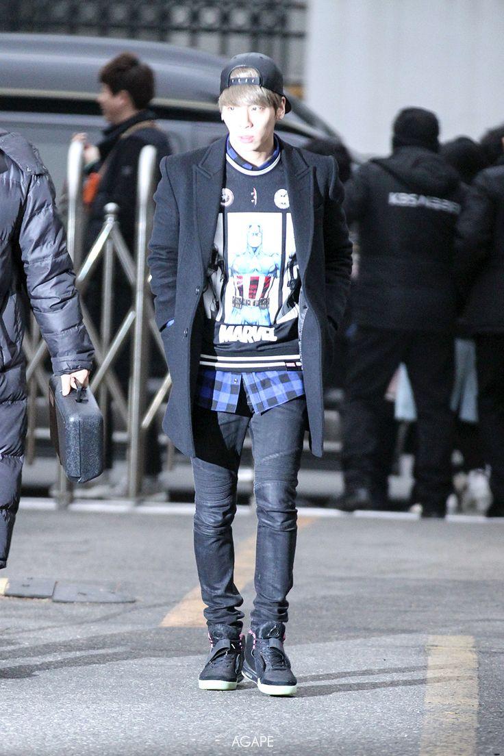 150116 Jonghyun по пути на Music Bank Full:http://i.imgur.com/tXmUQGO.jpg