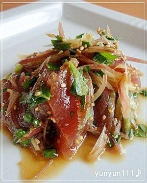 楽天が運営する楽天レシピ。ユーザーさんが投稿した「いつもの刺身をアレンジ☆まぐろの香味野菜和え♪」のレシピページです。いつもの刺身に香味野菜、調味料を和えてサラダ感覚で頂ける1品です。ほかほかご飯の上にのせて丼として食べても美味しい~♪( ´(00)`)。まぐろの香味野菜和え。まぐろ(赤身)刺身用,みょうが,大葉,万能ネギ(あれば),●ポン酢(味ポン),●ごま油,●白いりごま,●すりおろしニンニク
