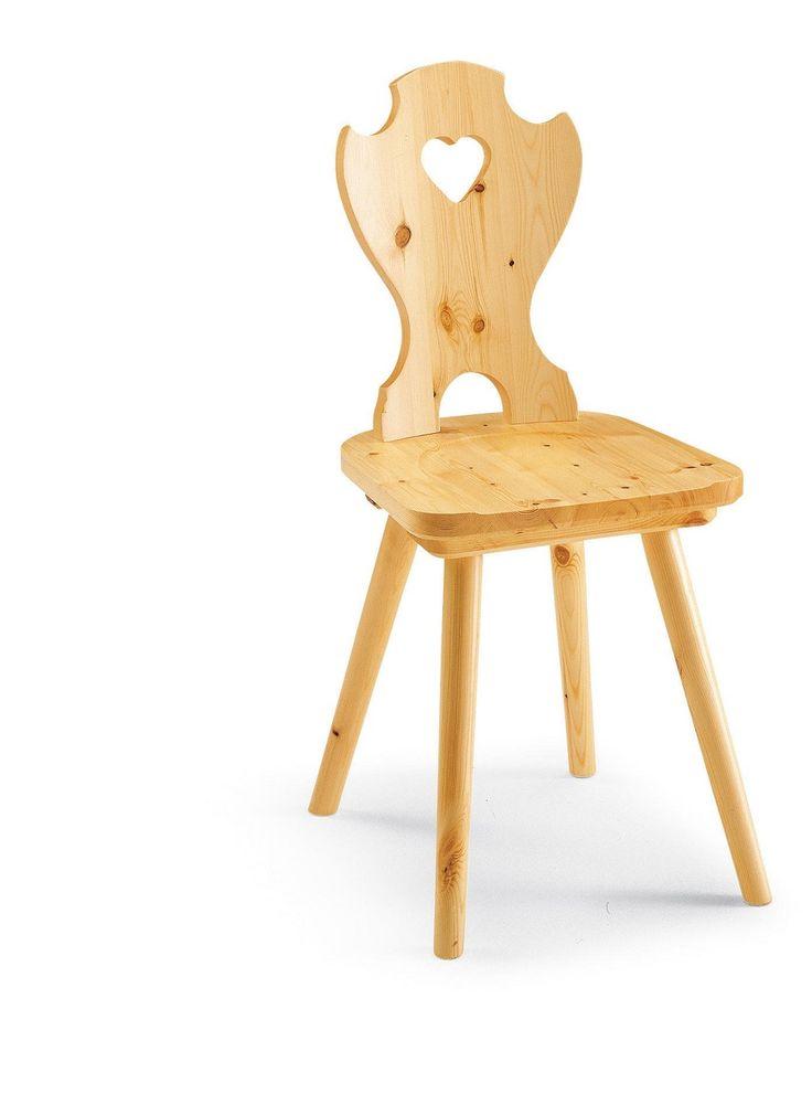 Classica sedia rustica con curva a cuore, costruita interamente in pino massiccio. Catalogo DEMAR MOBILI PINO. #sedie #mobili #arredamentirustici #catalogo www.demarmobili.it