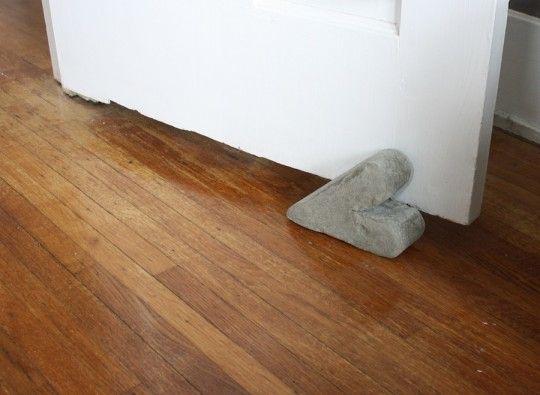 diy cement doorstop: Diy D Cement, Cement Heart, Heart Cement, Heart Doorstop, Doorstop Diy, Cement Doorstop